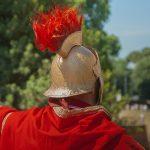 Römischer Soldat Helm Federbuch Rückenansicht