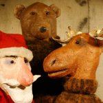 Weihnachtsmann, Bär, Rentier als Theaterpuppen